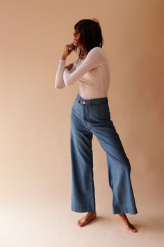 THE CLASSIC SAILOR PANT WITH A TOUCH OF EXTRA ROOM BUILT IN FOR A MORE   RELAXED FIT. 100% FINE COTTON CHAMBRAY. MADE IN CALIFORNIA.     REGARDING FIT. THESE PANTS RUN SLIM IN THE HIPS. IF YOU HAVE A LARGER   CABOOSE, AND ARE BETWEEN SIZES, WE SUGGEST GOING UP IN SIZE. A TAILOR CAN   EASILY T