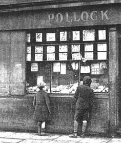 Pollocks Toy Museum is a fascinating exhibition of toy theatres, teddy bears, wax and china dolls, board games, optical toys, folk toys, nursery furniture, mechanical toys and doll's houses.