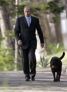 Владимир Путин и его собака Кони