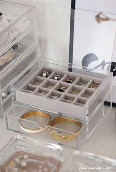 How i store my jewelry: http://divaaniblogit.fi/charandthecity/2014/03/07/lipaston-taydelta-naisellisuutta/