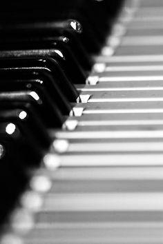 black and white photography (Schwarz-Weiß-Fotografie) - piano - Photo: Tim Münnig