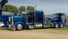 This wreaker would distract me from the stress of being towed. Show Trucks, Big Rig Trucks, Dump Trucks, Custom Big Rigs, Custom Trucks, Peterbilt Trucks, Ford Trucks, Peterbilt 379, Big Ride