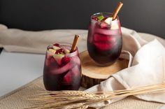 Super simple Cranberry Apple Cider Sangria recipe. Red wine, Triple Sec, cranberry and apple juice make a crowd-pleasing drink for any season. |flavourandsavour.com