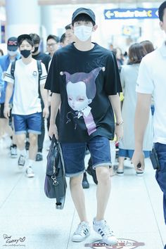 Chanyeol - 150717 Incheon Airport, departing for Beijing Credit: Dear Sunny. (인천공항 출국)