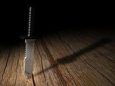 Knife_in_table_by_Carnivac.jpg 267×200 pixels