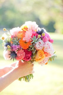 Colourful wedding flowers by Green and Bloom.  Photography by Karen Buckle Photography.  Sunshine Coast wedding flowers.