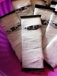 Use mini hershey bars, googly eyes & white crepe paper to make a mummy... Aww this is so cute!