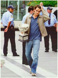Roger Federer ❤ Looks to be 2009 when RG officials let RF take French trophy off the grounds back to his hotel room to show his father, Robert. Father was sick with flu and could not attend final. Roger Federer, Mirka Federer, Kim Clijsters, Tennis Pictures, Tennis Legends, Portrait Photography Men, Tennis World, Calisthenics Workout, Tennis Tips