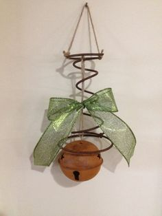 Natural Latex Mattress Bed Spring and Bell Tree Ornament or Wall Hanging. Choose Your Ribbon Color Primitive Crafts, Primitive Christmas, Rustic Christmas, Wire Crafts, Christmas Projects, Holiday Crafts, Bed Spring Crafts, Spring Projects, Rusty Bed Springs