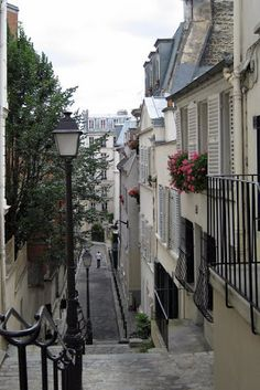 Lazy Gal Quilting: More Montmartre