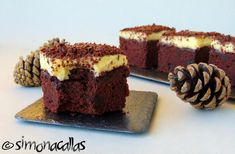Chocolate cake squares with pastry cream frosting - simonacallas One Layer Cakes, Sheet Cake Pan, Cake Decorating Piping, Cream Frosting, Small Cake, Cake Flour, Cake Pans, Chocolate Cake, Food And Drink