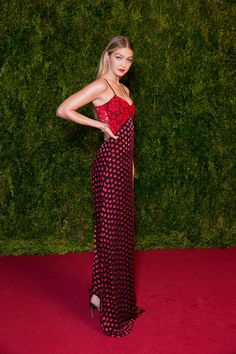 Tony Awards 2015: Gigi Hadid on the Red Carpet - Vogue