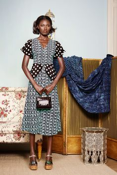 The complete Duro Olowu Spring 2015 Ready-to-Wear fashion show now on Vogue Runway.