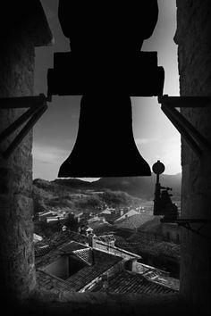 The silenced bells.f6.3; 1/200s; ISO 100; FL28mm. Juan...