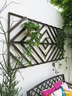 Even without a big yard, you can enjoy greenery hung on a DIY wall trellis. This one highlights your plants and still looks just as good empty in winter. decor diy wall Makeover an Ordinary Outdoor Space with a Wall-Mounted Trellis Patio Wall Decor, Outdoor Wall Art, Outdoor Walls, Outdoor Living, Outdoor Decor, Outdoor Wall Planters, Outdoor Wall Decorations, Outdoor Privacy, Outside Wall Decor