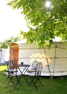 Glampingunterkunft Schweiz: Mongolische Jurte oder Sahara-Zelt am Camping Bellinzona / Bellinzona (Tessin)