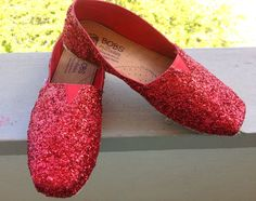 DIY: TOMS inspired glitter shoes. I made these! : ) via the Fashion Camp  Just like Dorothy's ruby slippers!