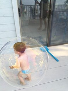 Return of the Bubble Boy is listed (or ranked) 4 on the list 32 Clever Forced Perspective Shots That'll Play Tricks on Your Mind Funny Sports Pictures, Funny Photos, Cool Photos, Amazing Photos, Awkward Pictures, Interesting Photos, Funny Images, Art Pictures, Optical Illusion Photos