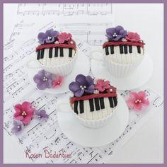 Violetta inspired cupcakes!