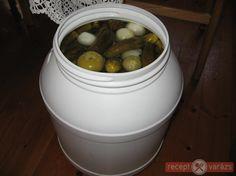 Mindent bele télire, avagy a 'Vödrös' savanyúság Canning Pickles, Pickling Cucumbers, Canning Recipes, Preserves, Salads, Fruit, Food, Garden, Kitchen