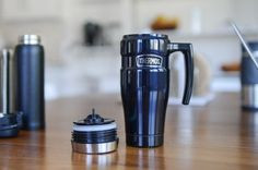 Why You Need to Take a Travel Mug on Your Journeys. Take a look at the great reasons to add a travel mug to your next journey whether its your morning commute or on a grand adventure. Best Coffee Thermos, Coffee Drinks, Types Of Coffee Beans, Disposable Coffee Cups, Coffee Maker Reviews, Plastic Mugs, Coffee Store, Mugs For Men, Insulated Travel Mugs