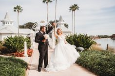 Savannah & Drew are sharing their 2019 fairy tale this week on the Disney Wedding Podcast!