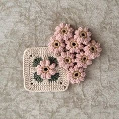This Pin was discovered by HUZ Crochet Cushion Cover, Crochet Cushions, Crochet Quilt, Crochet Art, Crochet Motif, Crochet Crafts, Crochet Stitches, Crochet Projects, Granny Square Crochet Pattern