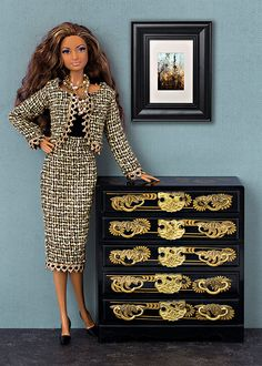 Black&gold Chanel style suit for Barbie and Poppy Parker dolls (1:6 scale).  JACKET AND SKIRT ONLY!!! Doll, shoes, t-shirt, bijouterie, diorama, etc. are not included.  From smoke free and pets free office.  We ship worldwide and combine shipping.  Visit our blog for more photos: http://barbieropayaccesorios.blogspot.com  Thank you