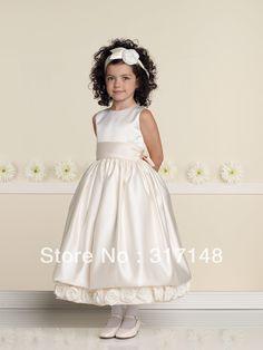 vestido corto comunión, satén con flores en el bajo