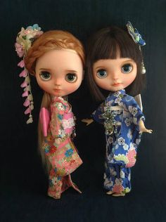 This listing included 1 Kimono, 1 belt, 1 kanzashi hair pin This outfit fits 12 inch Blythe dolls Color : same as the pictures Note: Dolls & shoe not included.