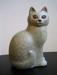 Lisa Larson Gustavsberg Nordic Design Cat Pottery Sculpture, Sculpture Clay, Clay Cats, Sculptures Céramiques, Maneki Neko, Cat Decor, Ceramic Animals, Pottery Studio, Pretty Cats