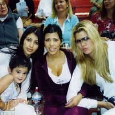 Little Kendall with big sisters Kim, Kourtney & Khloe: 38 Unrecognizable Photos of the Kardashians Kourtney Kardashian, Robert Kardashian Jr, Kim And Kourtney, Kardashian Family, Kardashian Style, Kardashian Jenner, Kylie Jenner Look, Kyle Jenner, Kendall Jenner