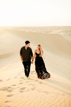 Desert sand dune engagement shoot | Wedding & Party Ideas | 100 Layer Cake