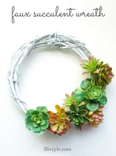 How cool is this DIY faux succulent wreath? It is super easy to make! - illistyle.com