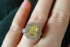 Kelly Clarkson's Big Yellow Diamond Engagement Ring