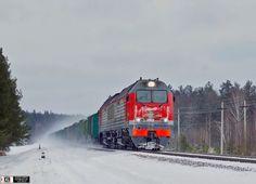 2ТЭ25КМ-0012 с грузовым поездом следует по перегону Закопытье - Добруш, Гомельская обл. Автор: Valdemar | Фото сделано 18.I.2016 / Russia
