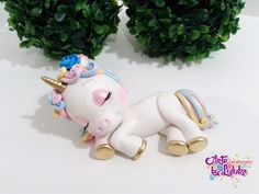 """Um blog especializado na confecção de biscuit, topo de bolo personalizados e infantis, noivinhos estilo fofinhos, enfeite de mesa, peças únicas"" Cute Polymer Clay, Cute Clay, Polymer Clay Charms, Polymer Clay Creations, Dolphin Birthday Cakes, Unicorn Birthday Parties, Unicorn Party, Unicorn Cupcakes, Unicorn Cake Topper"