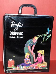 A really great Barbie, Ken and Skipper carrying case... htf with this great picnic image...