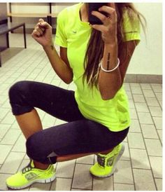 Love this workout outfit but in a diff color like pink :)