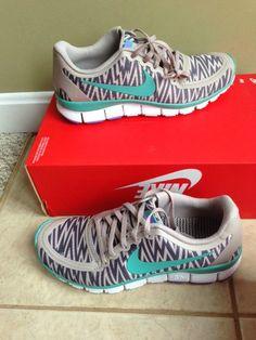 nike free 5.0 V4 zebra print running shoes size 8.5 new without box
