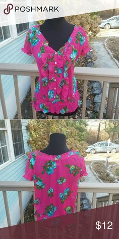 Hollister Floral Printed Hot Pink Blouse Size small. In excellent condition. Very beautiful and flattering! Hollister Tops Blouses