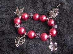 Bracelet perles nacrées rose et breloques fleuries : Bracelet par perles-in-the-sky