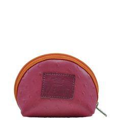 Porta moeda em couro com textura de avestruz na cor rosa e zíper na cor laranja.