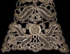 Stomacher c. 1740-1750, made in England. Silver bobbin lace. Victoria Et Albert Museum