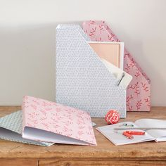 Keep track of all your paperwork with the sisters' ring binders. Price DKK 16,90 / SEK 23,40 / NOK 24,90 / EUR 2,37 / ISK 448 / GBP 2.24