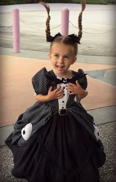 Inspiration & accessories for your DIY Jack Skellington halloween costume idea Nightmare Before Christmas Costume, Christmas Costumes, Halloween Costumes, Costume Princesse Disney, Disney Princess Costumes, Disney Characters Costumes, Disney World Characters, Little Girl Dress Up, Girls Dress Up