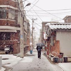 legotokki . #20131212_ponki #iPhone5 #winter #snow #스노우x3 / #골목 #길 #눈 #사람 / 2013 12 12 /