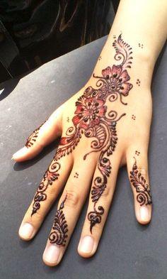 De lovely henna art work