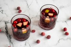 cranberry-sangria-02 Sangria Punch, Cranberry Sangria, Panna Cotta, Alcohol, Ethnic Recipes, Food, Rubbing Alcohol, Dulce De Leche, Essen
