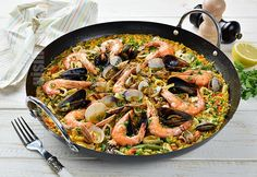 Paella cu fructe de mare - reteta video Seafood Paella, Healthy Recipes, Ethnic Recipes, Muscle, Building, Youtube, Kitchens, Buildings, Healthy Eating Recipes
